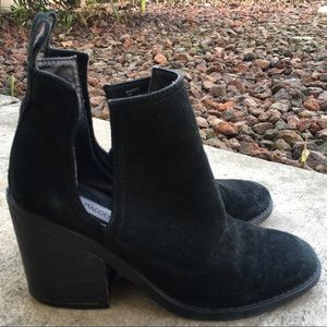 7 STEVE MADDEN Sharini Black Suede Cut Out Boots